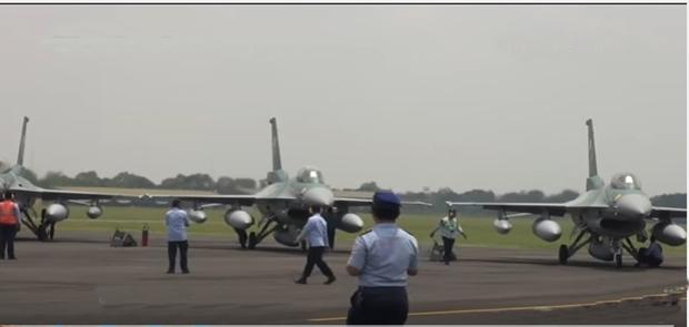 Pesawat Hibah Dari AS Jenis F-16 Tiba di Indonesia