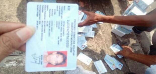 Ribuan E-KTP Berceceran di Depok dan Bogor, Mendagri Copot Pejabat Dukcapil