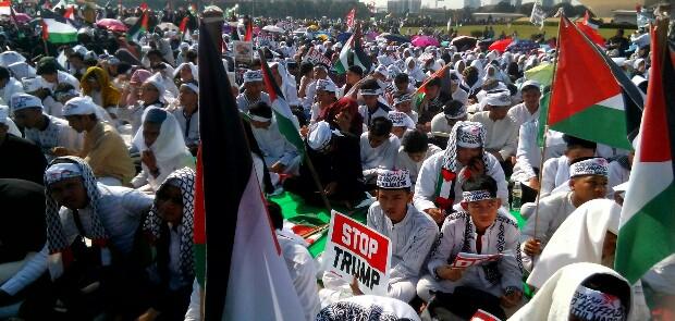 Bela Palestina dari Kezaliman Trump, Umat Islam Kembali Putihkan Monas