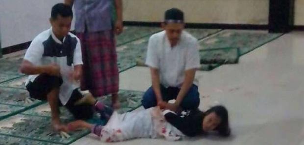 Perempuan Gila Penyerang Ustad di Depok, Diperiksa Tim Dokter RS Polri