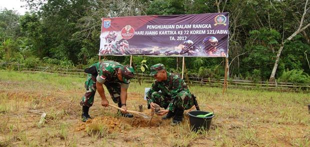 Korem 121/AbwLaksanakan Penghijauan Dilahan Bekas Tambang Emas Ilegal