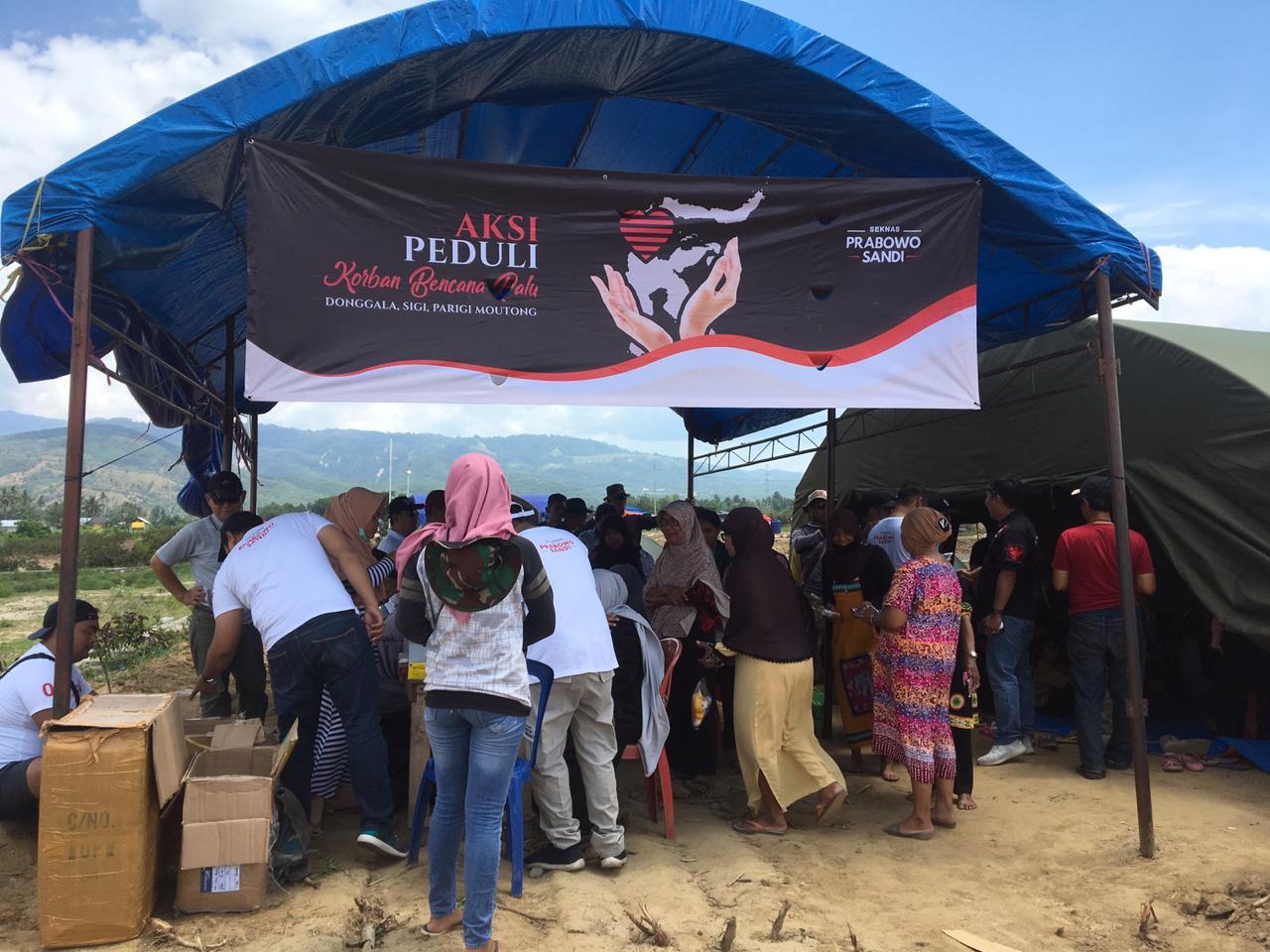 Ringankan korban gempa dan tsunami di Palu, Donggala, dan Sigi, Sulawesi Tengah (Sulteng) Sekretaris nasional (Seknas) Pasangan Prabowo-Sandi berikan bantuan