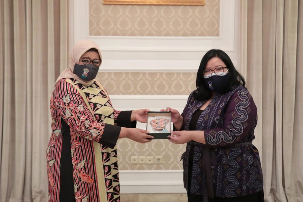 Selalu Rem Dengan 3M, Deskranasda DKI Kolaborasi Dengan Perancang Ternama Desain Masker