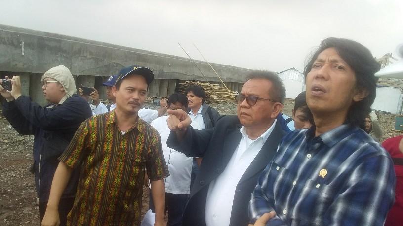 Tinjau Lokasi, DPRD DKI Ingin Upaya Perbaikan Tanggul Laut Di Muara Baru Dituntaskan