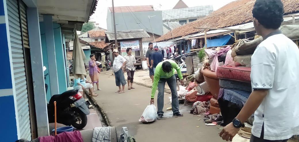 80 Ton Diangkut ke Cipeucang, Baju Jadi Sampah Dominan Pasca Banjir di Tangsel