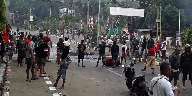 Menunjukan Situasi Aman, Kapolri dan Panglima TNI Berkantor di Papua