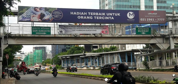 DPRD Minta Pemprov Bongkar Reklame Bodong di JPO HR Rasuna Said