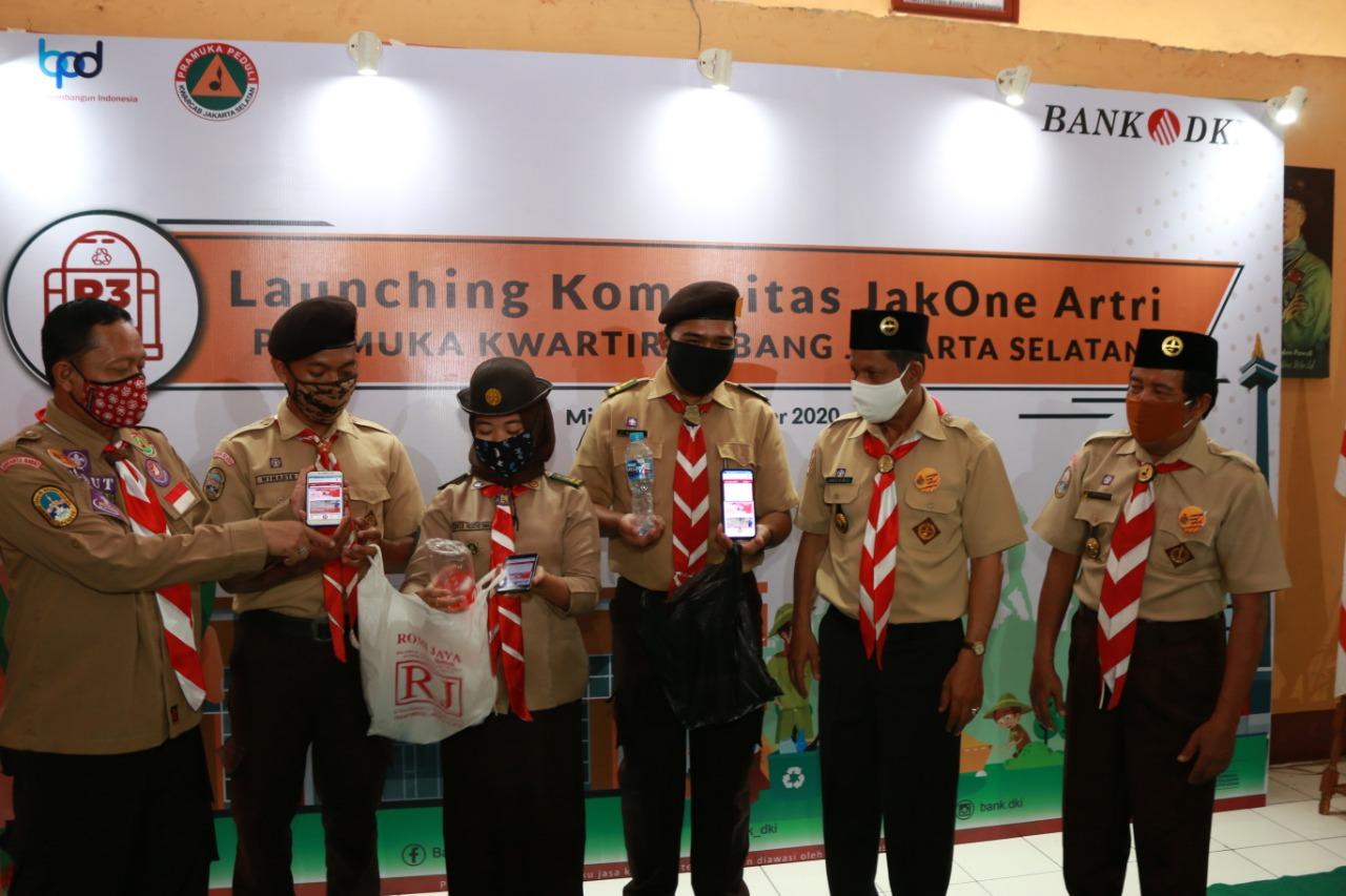 Gandeng Pramuka, Komunitas JakOne Artri Ajak Millenial Cintai Lingkungan