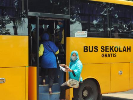 25 Bus Sekolah Bantu Transportasi Lansia ke Lokasi Vaksinasi COVID-19