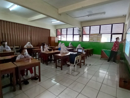 Uji Coba Pembukaan Sekolah Terbatas di Jakut Berjalan Lancar