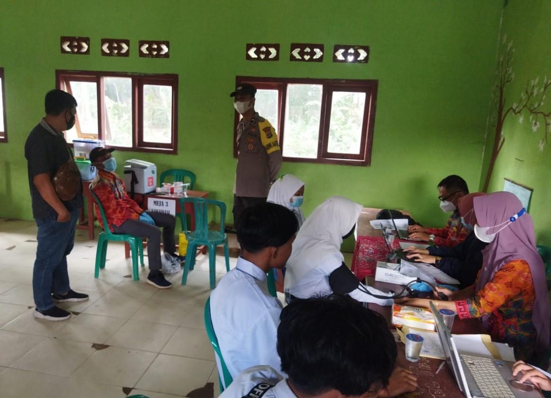 Polsek Negeri Besar Pam dan Monitoring Vaksinasi di Sekolah MA Nurul Huda