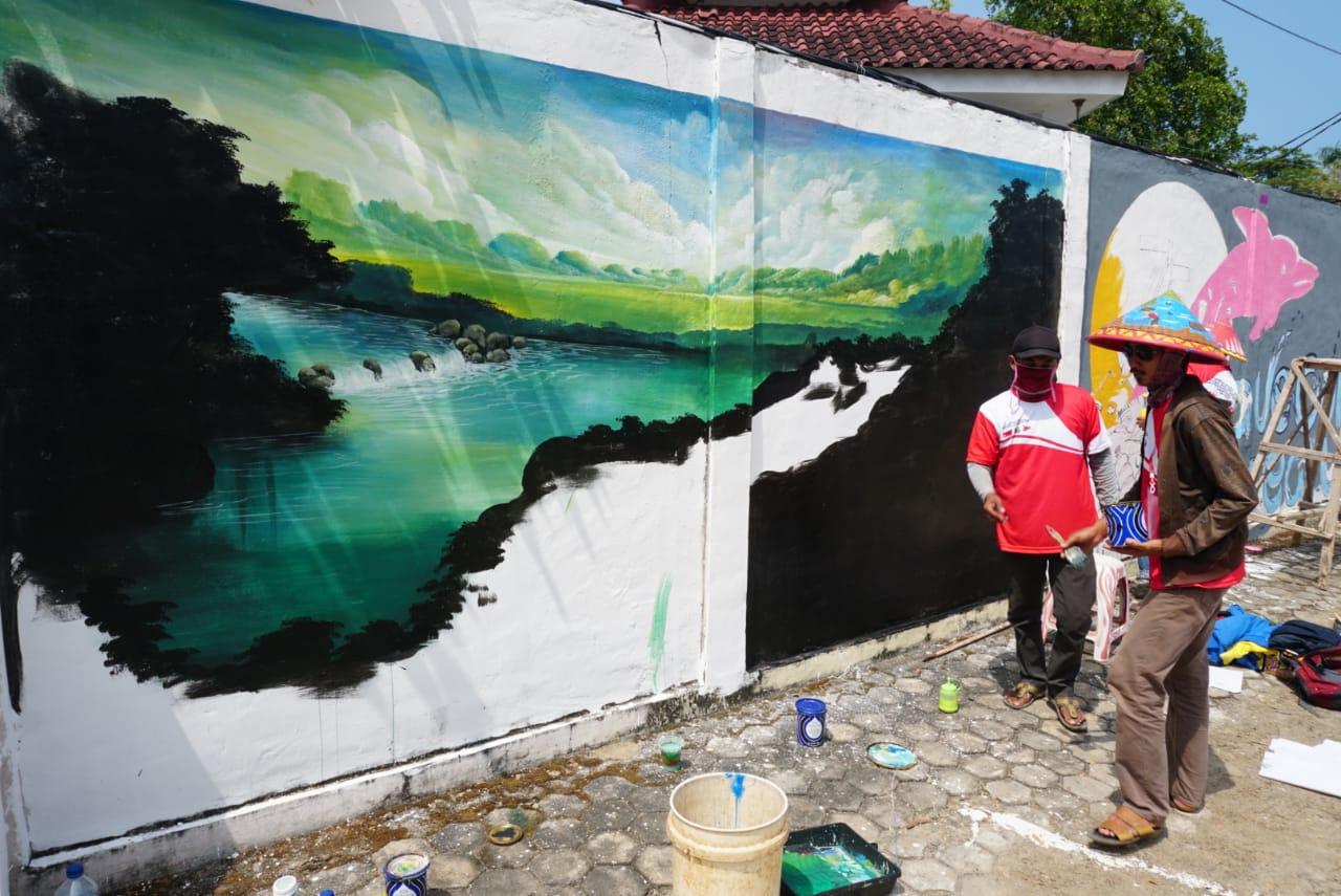 Lomba Kreasi Mural HUT ke-75 Kemerdekaan RI, Ibnu Mengaku Menjadi Tantangan Seniman Muda