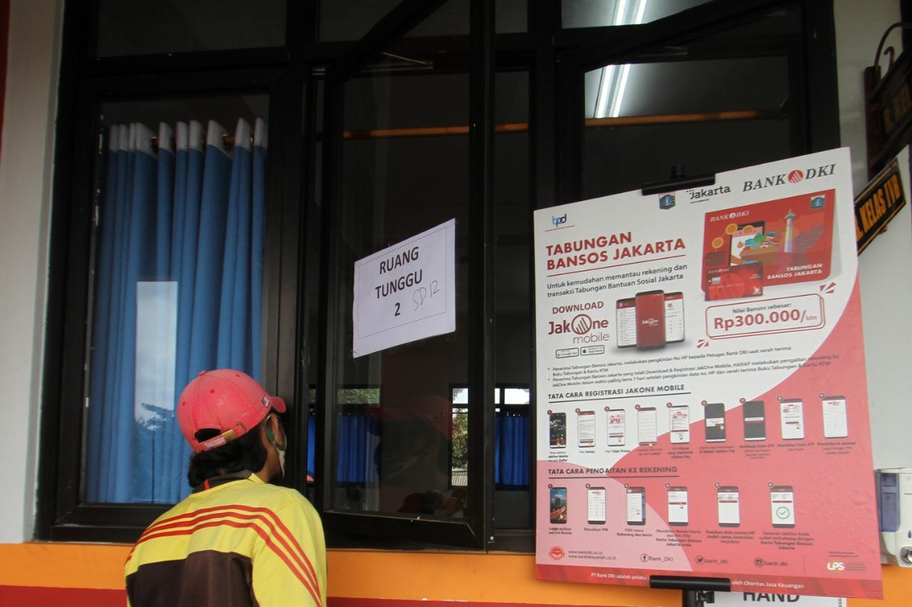 Bank DKI Distribusikan Bantuan Sosial Tunai Untuk 500 Orang Per Titik